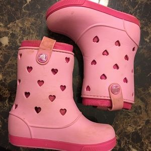 Crocs airy kids boots C9 hearts pink